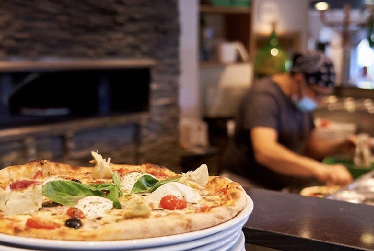 Institution de Saint-Priest, le restaurant pizzeria Gina perpétue la cuisine et les recettes traditionnelles de l'Italie.